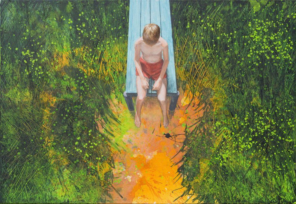 Das Acrylbild zeigt eine figürliche Szene in einer Landschaft. Ein Junge sitzt auf einem Steg in roter Badehose.